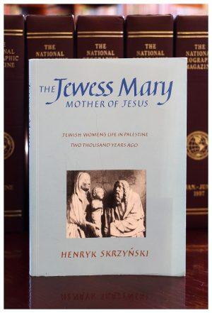 Anglojęzyczna książka Henryka Skrzyńskiego o Matce Bożej już w zbiorach radłowskiej książnicy
