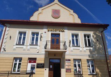 Uczniowie z Mikołajowic w radłowskiej bibliotece